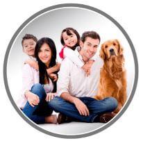 verheiratete Paare mit Kindern und Haustier